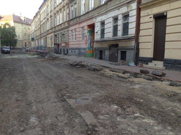 У Галицькому районі ремонтують вулицю Таманську: як проходить ремонт (ФОТО), фото-6