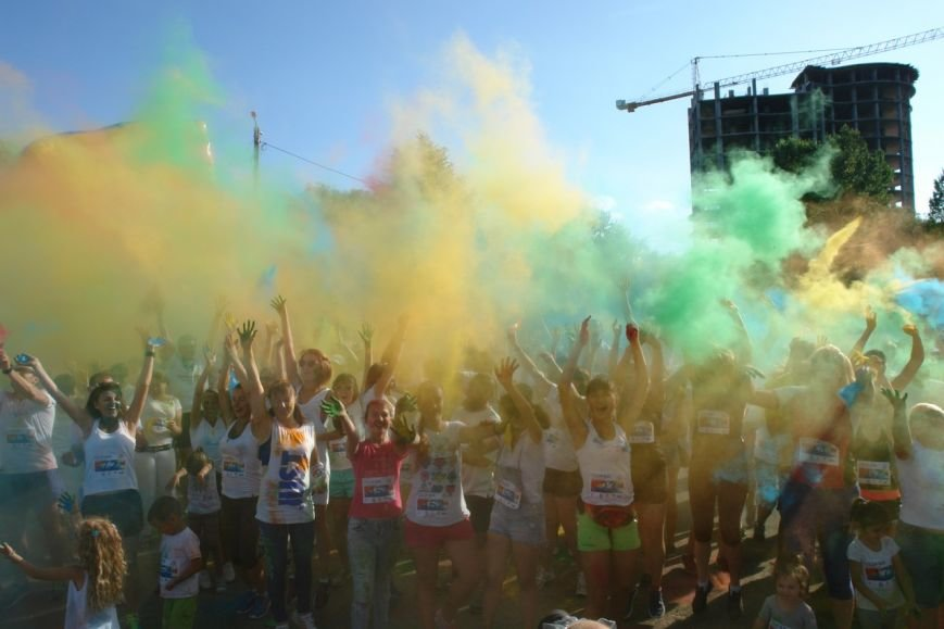Учасники кольорового забігу утворили в повітрі український стяг. Фотозвіт з події, фото-6