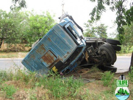 В Кировоградской области перевернулся грузовик (ФОТО), фото-1