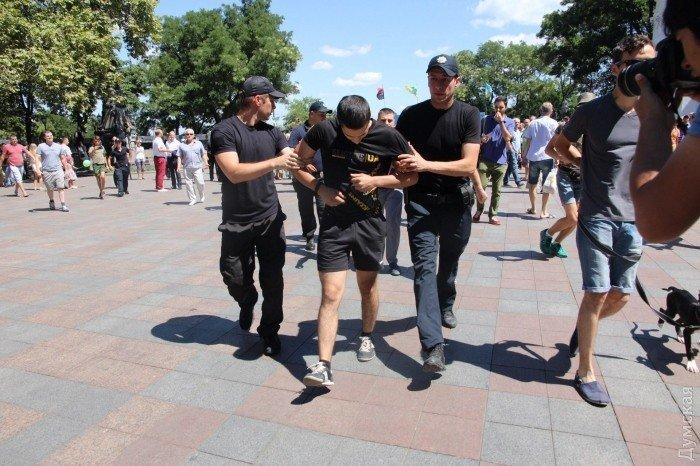 В Одесі невідомі намагалися закидати яйцями Савченко: фото, фото-1