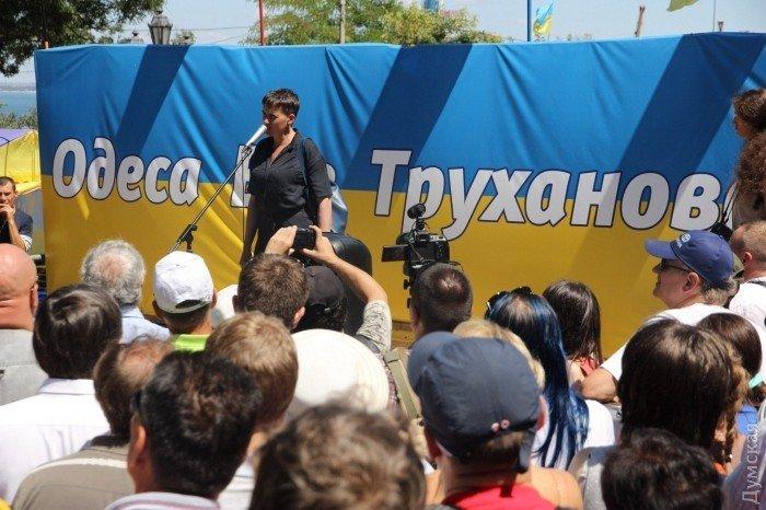 В Одесі невідомі намагалися закидати яйцями Савченко: фото, фото-4