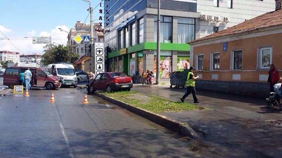 На Московском проспекте столкнулись два авто: четверо пострадавших (ФОТО), фото-3