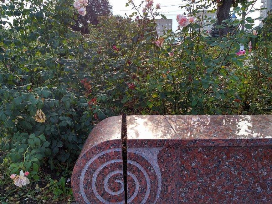 В Сумах начинает расклеиваться памятник М. Лушпе (ФОТО), фото-2