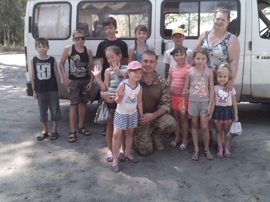 Военные сопровождают  авдеевских детей к местам летнего оздоровления, фото-1