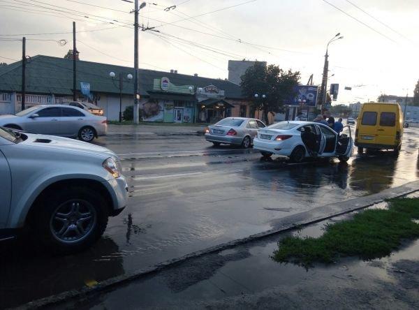В Виннице одновременно побили четыре иномарки (Фото), фото-1