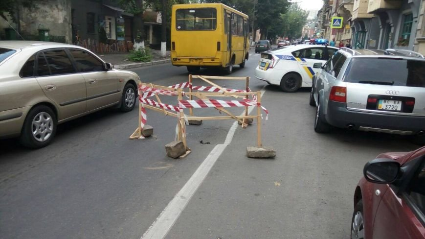 На вулиці Зеленій стався обвал дорожнього покриття (ФОТО), фото-4