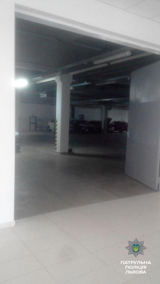 У Львові викрали автомобіль із салону (ФОТО), фото-4