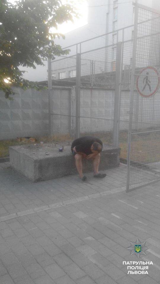 У Львові викрали автомобіль із салону (ФОТО), фото-6
