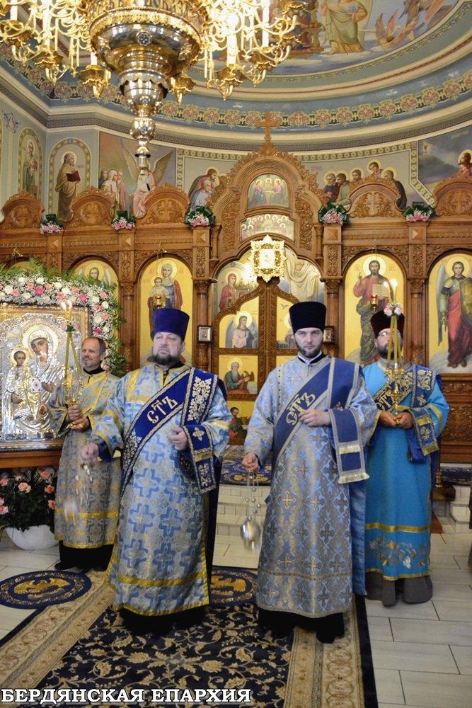 В кафедральном соборе Бердянска прошло праздничное богослужение, фото-1