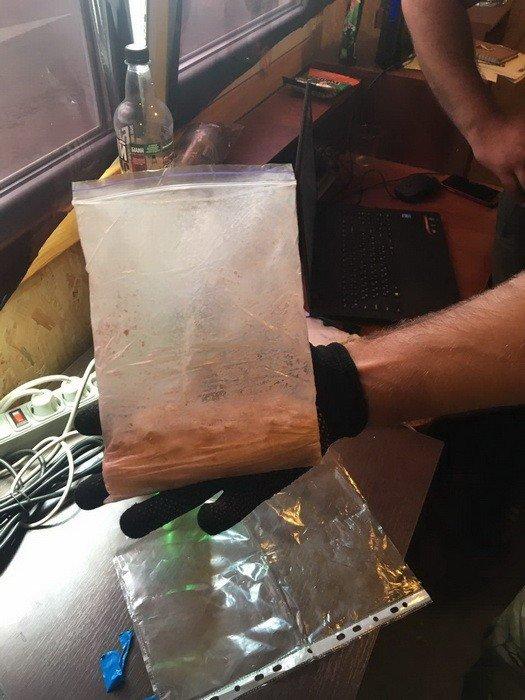 На КПВВ «Зайцево» у жителей Луганска обнаружили амфетамин и несколько десятков таблеток экстази  (ФОТО), фото-1