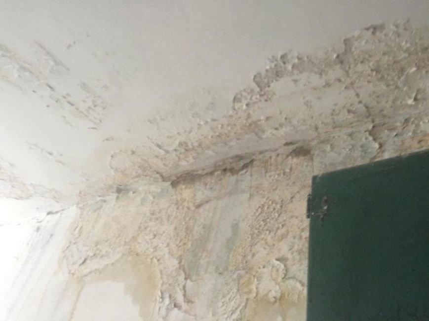 """Решето вместо крыши: жителей пятиэтажки на Салтовке затапливает после каждого дождя. Власти """"закрывают глаза"""" (ФОТО), фото-3"""
