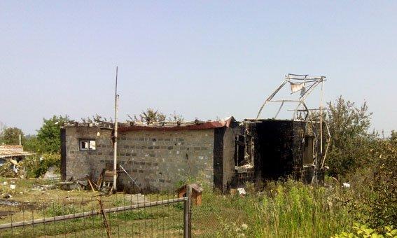 В Авдеевке после обстрела боевиков сгорел частный дом (ФОТО), фото-1
