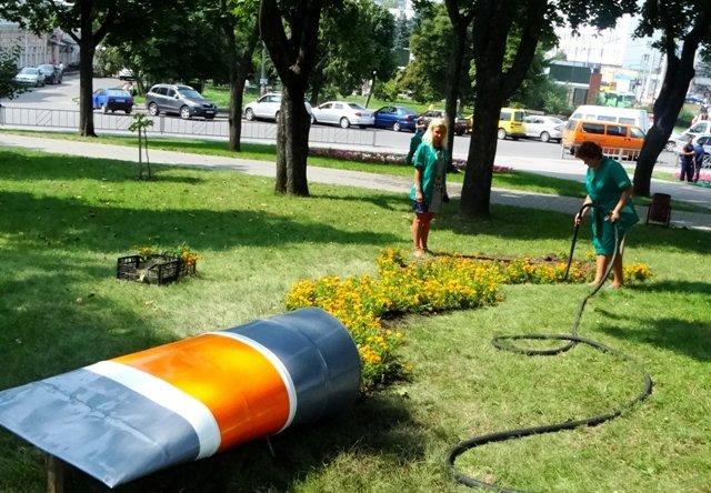 В Сумах появилась клумба «Тюбик с красками» (ФОТО), фото-2