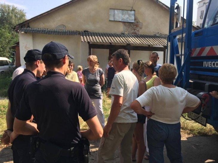 Мешканці будинку на вул. Підгір'янки вчергове завадили забудовнику звести будівельний паркан, фото-2