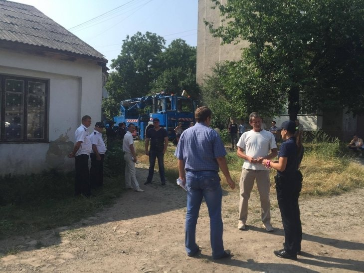 Мешканці будинку на вул. Підгір'янки вчергове завадили забудовнику звести будівельний паркан, фото-1