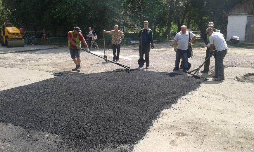 В Авдеевке обновляют дорожную разметку и продолжают ямочный  ремонт дорог (ФОТО), фото-3