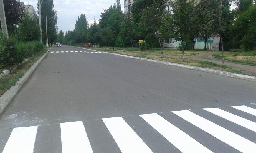 В Авдеевке обновляют дорожную разметку и продолжают ямочный  ремонт дорог (ФОТО), фото-2