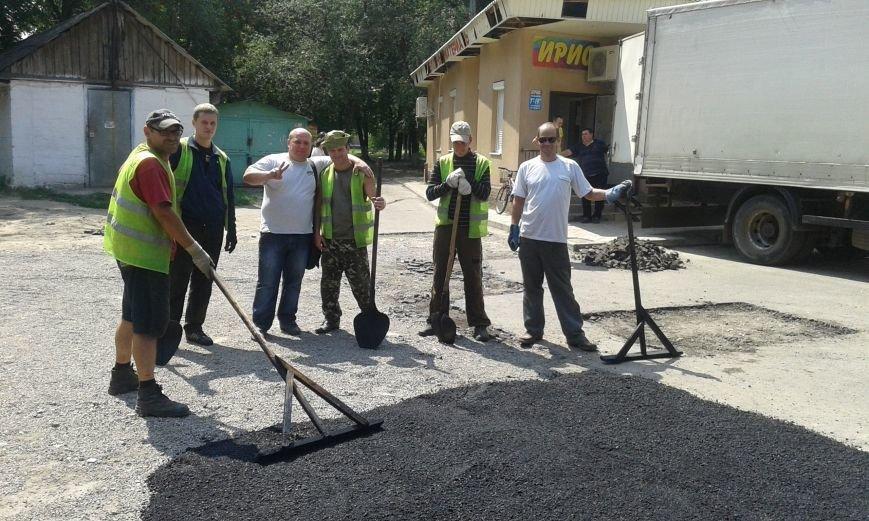 В Авдеевке обновляют дорожную разметку и продолжают ямочный  ремонт дорог (ФОТО), фото-4