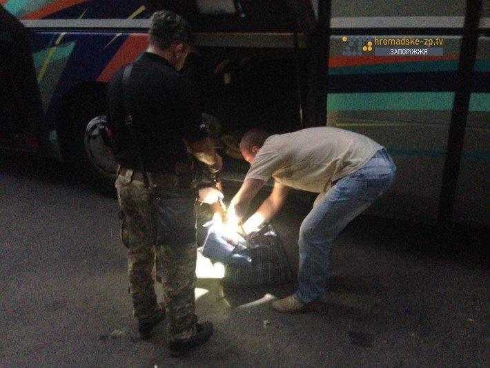 В Запорожье ищут бомбу в автобусах, в которых верующие поедут на крестный ход (ФОТО), фото-4