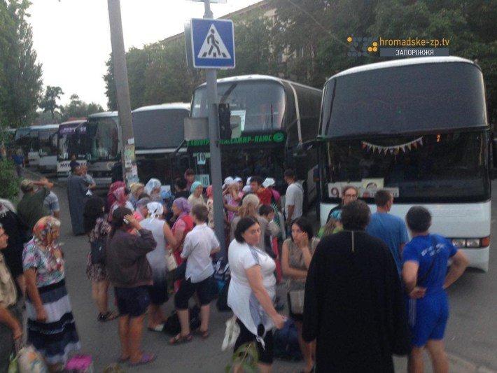В Запорожье ищут бомбу в автобусах, в которых верующие поедут на крестный ход (ФОТО), фото-3