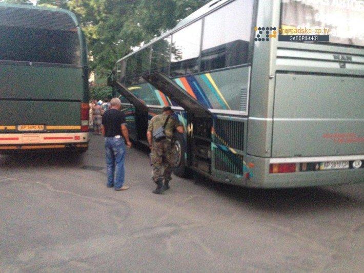 В Запорожье ищут бомбу в автобусах, в которых верующие поедут на крестный ход (ФОТО), фото-1