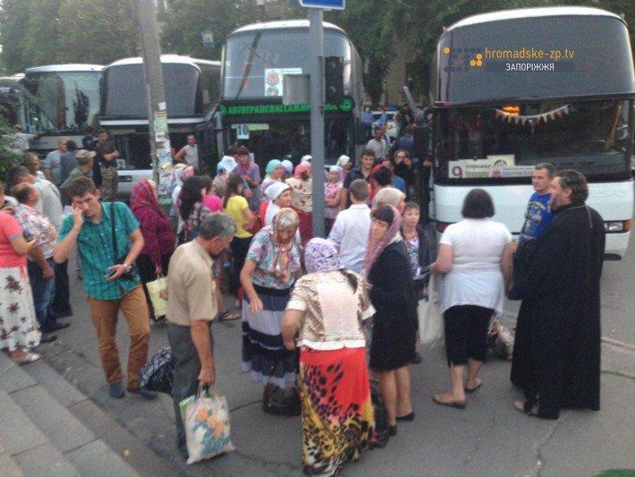 В Запорожье ищут бомбу в автобусах, в которых верующие поедут на крестный ход (ФОТО), фото-2