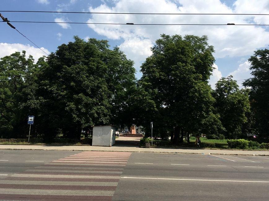 """""""Нефайне місто"""": в центрі Тернополя встановили чергову буду, тепер уже на майдані Волі (Фото), фото-3"""