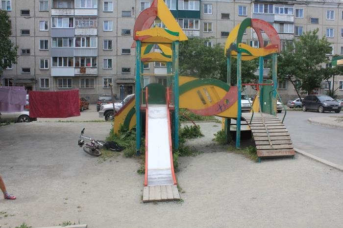 В Южно-Сахалинске журналисты проверили состояние детских площадок, фото-1