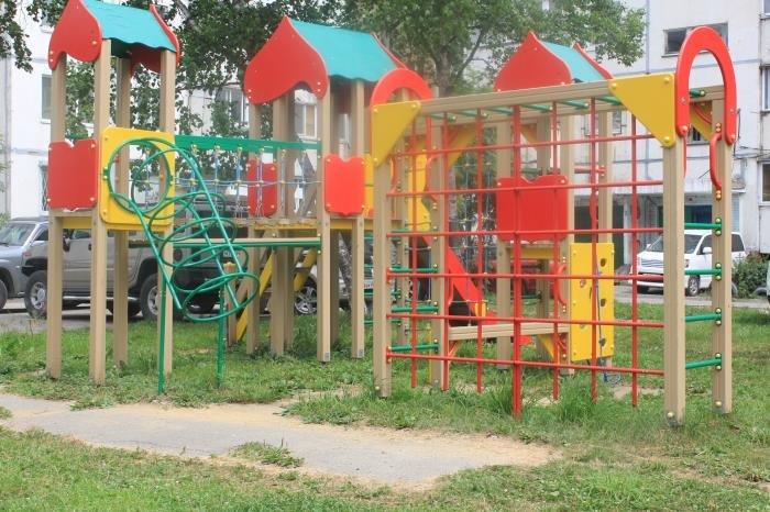 В Южно-Сахалинске журналисты проверили состояние детских площадок, фото-4
