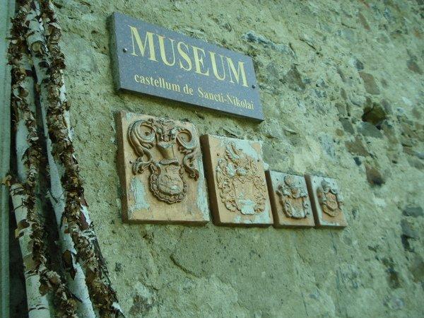 Замок Сент Міклош: графиня Ілона і кістяк у стіні, фото-1