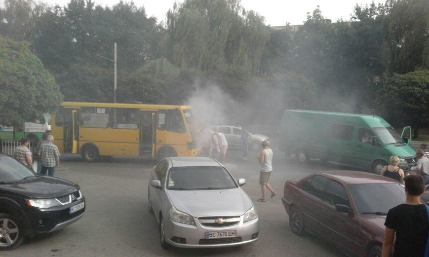 У львівському автобусі виникло займання електропроводки (ФОТО), фото-2