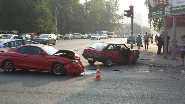 На Таирова в Одессе пьяный водитель спровоцировал аварию, фото-1