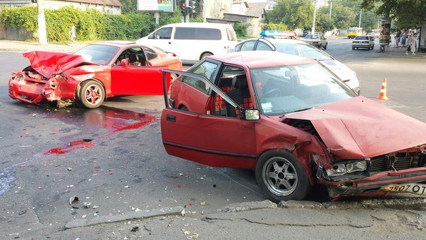 На Таирова в Одессе пьяный водитель спровоцировал аварию, фото-2