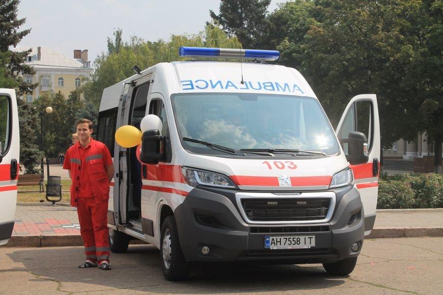 В Бахмуте появились новые машины скорой помощи, фото-1