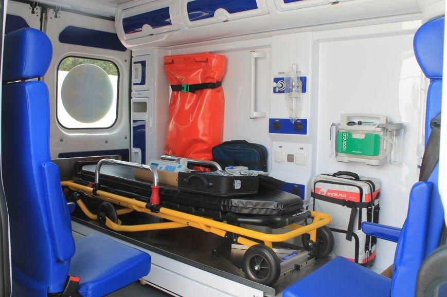 В Бахмуте появились новые машины скорой помощи, фото-2