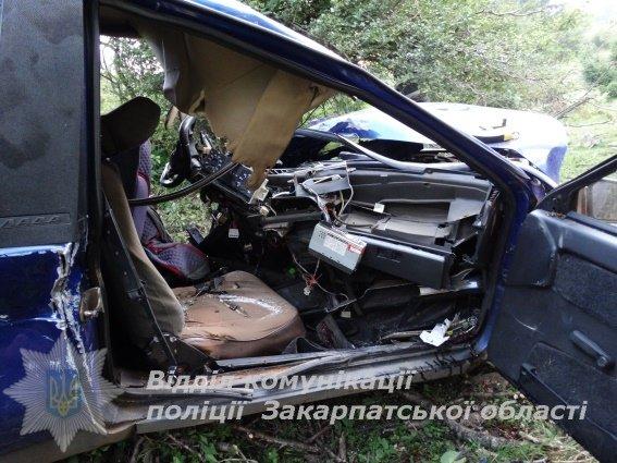Жахливе ДТП на Закарпатті - водій у реанімації, пасажир помер: фото, фото-1