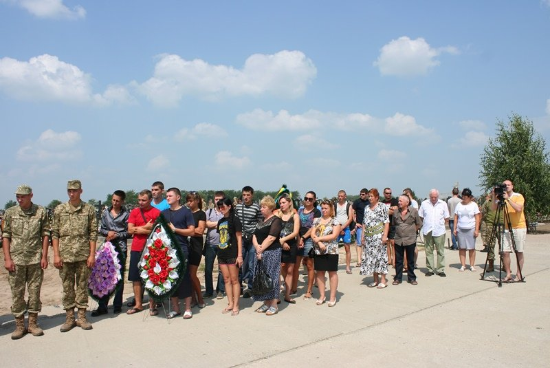 В Запорожье простились с 30-летним десантником, который погиб в АТО, - ФОТО, фото-7