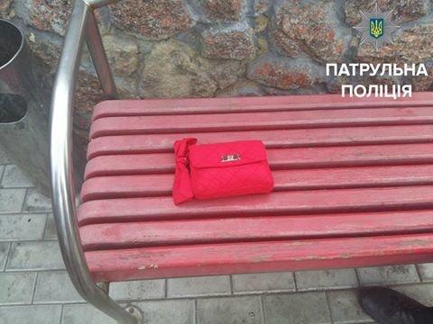 Патрульная полиция разыскала женщину, которая потеряла сумку (ФОТО), фото-2