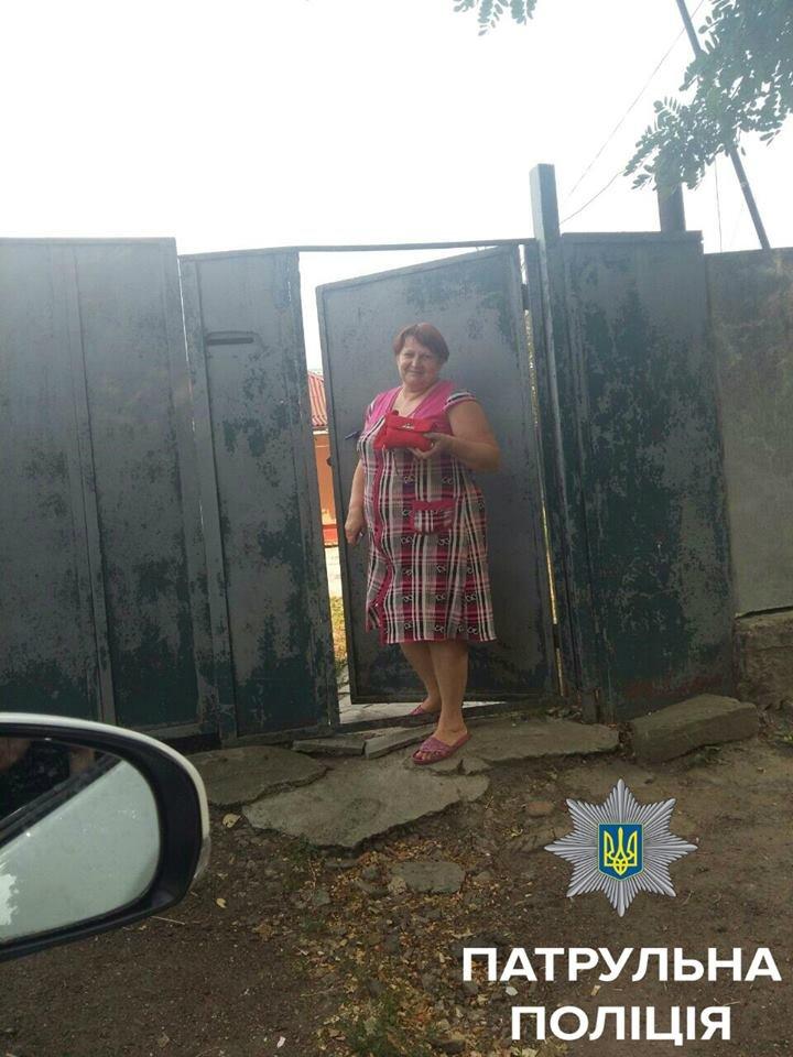 Патрульная полиция разыскала женщину, которая потеряла сумку (ФОТО), фото-3