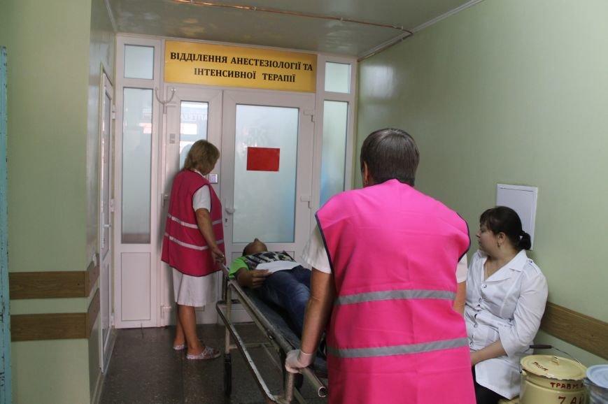 Врачи Бахмутской ЦРБ на практике «оказывали помощь» большому количеству пострадавших, фото-7