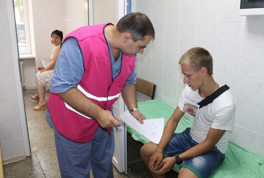 Врачи Бахмутской ЦРБ на практике «оказывали помощь» большому количеству пострадавших, фото-3