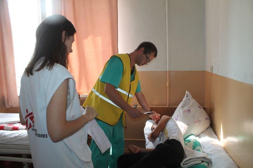 Врачи Бахмутской ЦРБ на практике «оказывали помощь» большому количеству пострадавших, фото-5