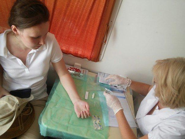 Сьогодні у центрі Львова усі охочі можуть пройти безкоштовний тест на виявлення гепатиту С (ФОТО), фото-2