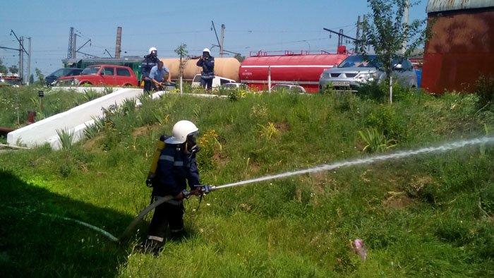 """Чопські рятувальники спільно із залізничниками гасили """"пожежу"""": фото, фото-2"""