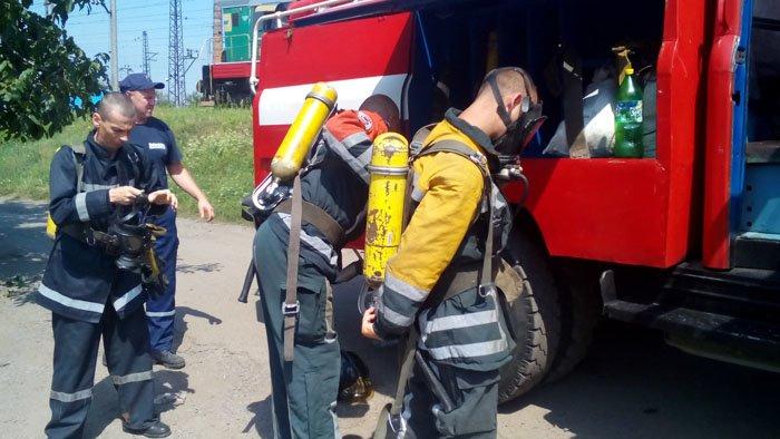 """Чопські рятувальники спільно із залізничниками гасили """"пожежу"""": фото, фото-1"""