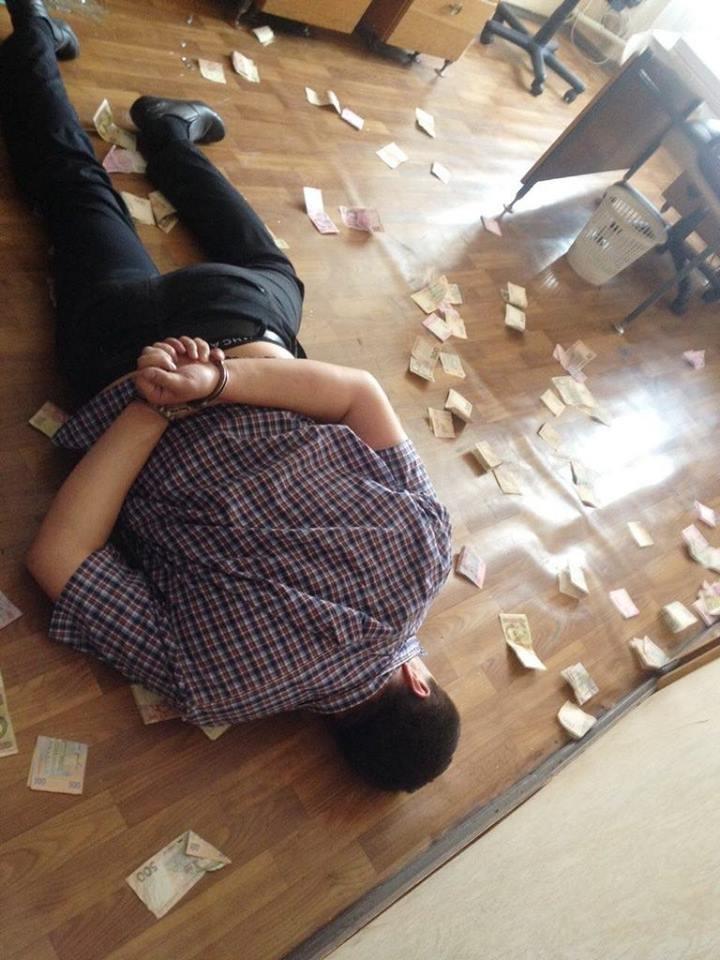 СбУ задержала на взятке работника сервисного центра МВД (ФОТО), фото-2