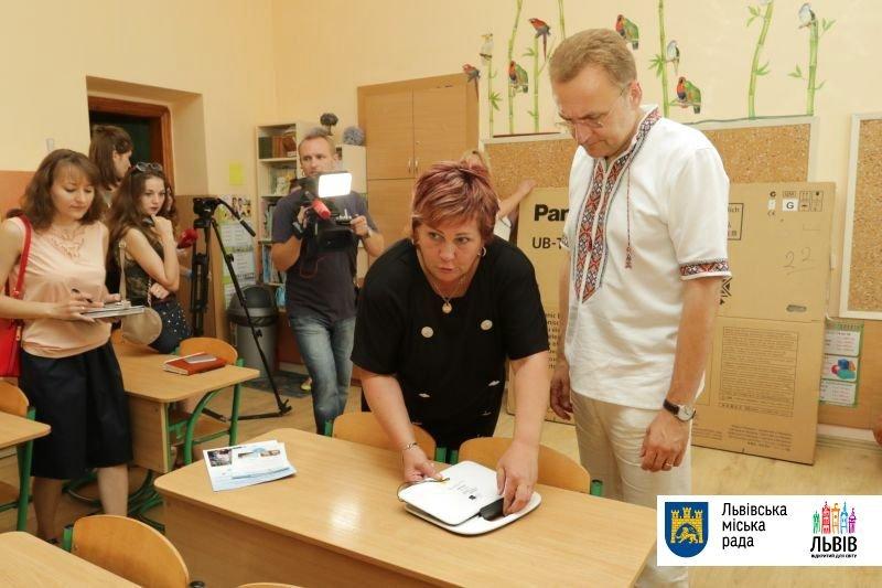 Учні львівської школи «Джерельце» у новому навчальному році матимуть планшети (ФОТО), фото-4