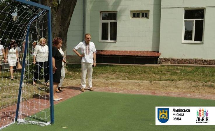 Учні львівської школи «Джерельце» у новому навчальному році матимуть планшети (ФОТО), фото-1