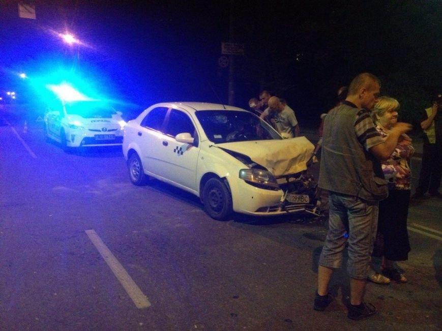 Понівечені автомобілі: у Тернополі зіткнулись таксі і легковик (ФОТО), фото-2