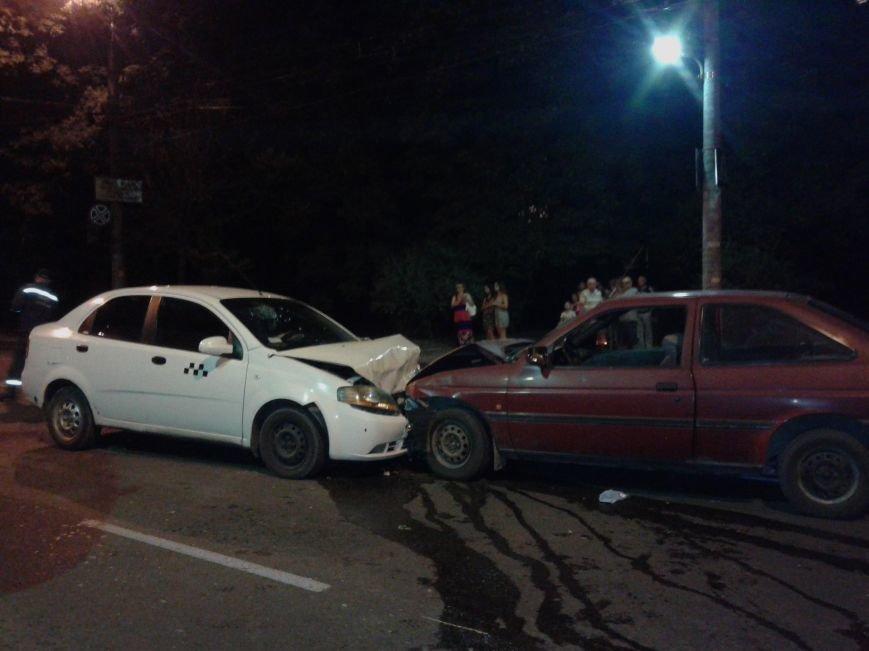 Понівечені автомобілі: у Тернополі зіткнулись таксі і легковик (ФОТО), фото-3